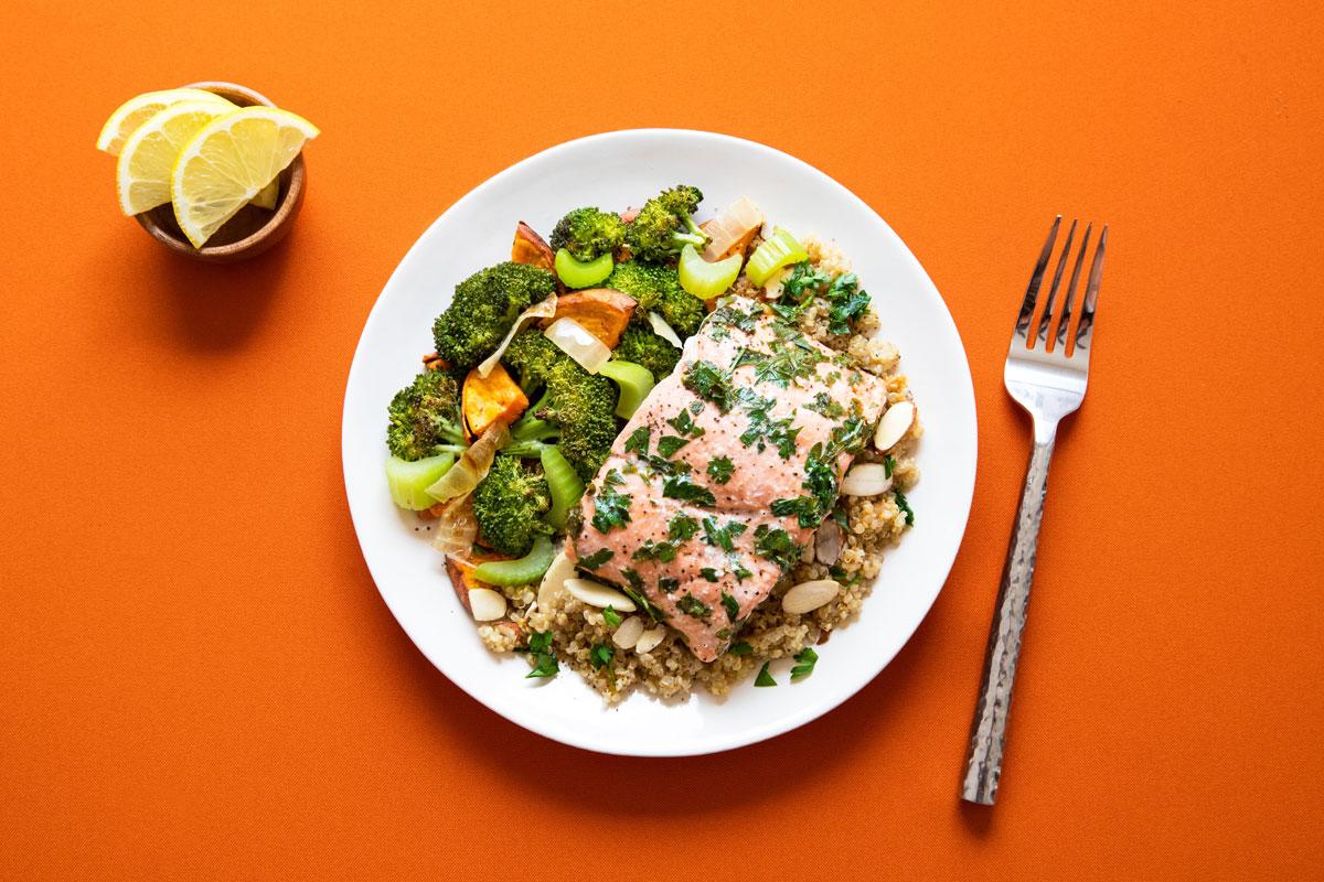 plato de salmon con verduras