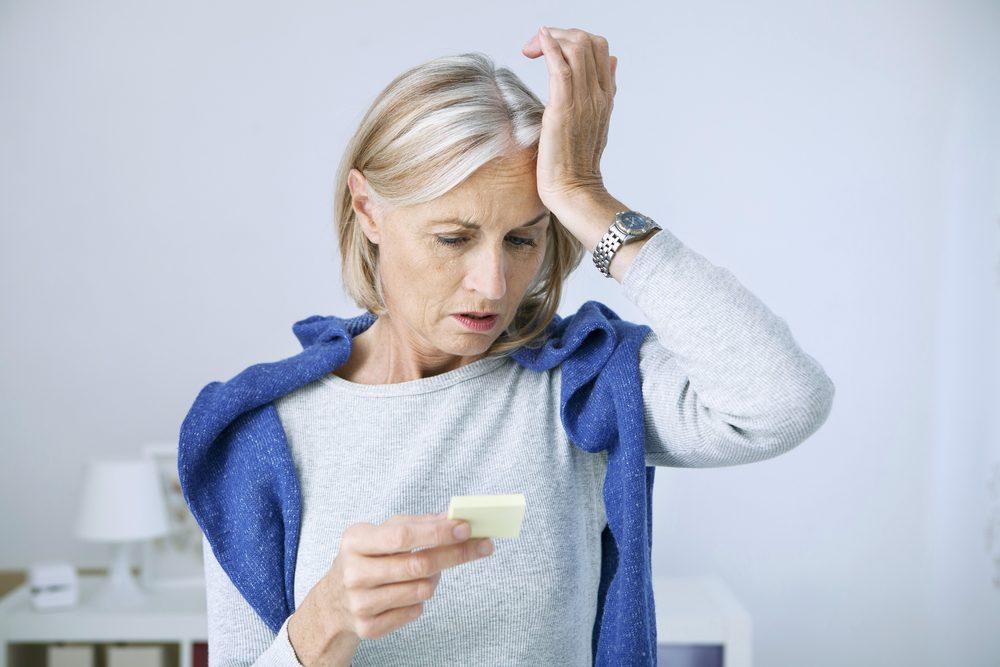 mujer con trastornos por menopausia